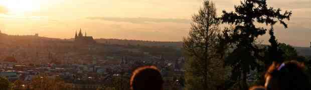 Un pique-nique tchèque avec une vue magique dans l'un des plus beaux parcs de Prague !